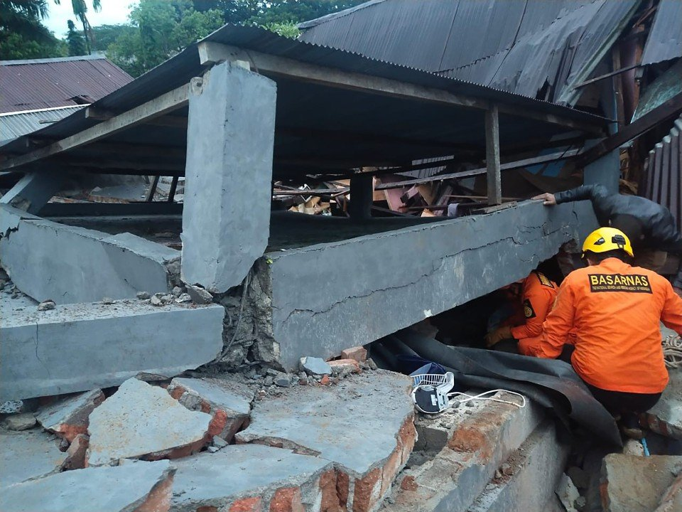 INDONESIA-QUAKE_1610676273.jpg