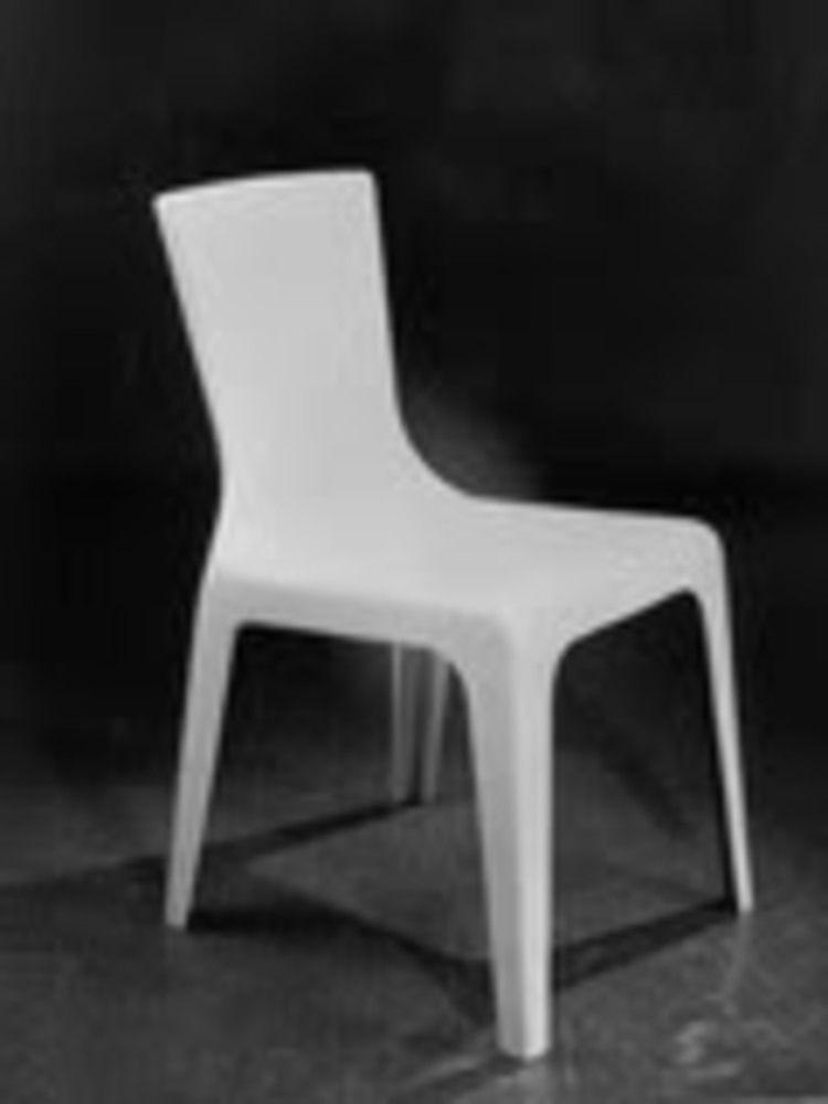 kerusi-monobloc-pertama-oleh-dc-simpson.jpg