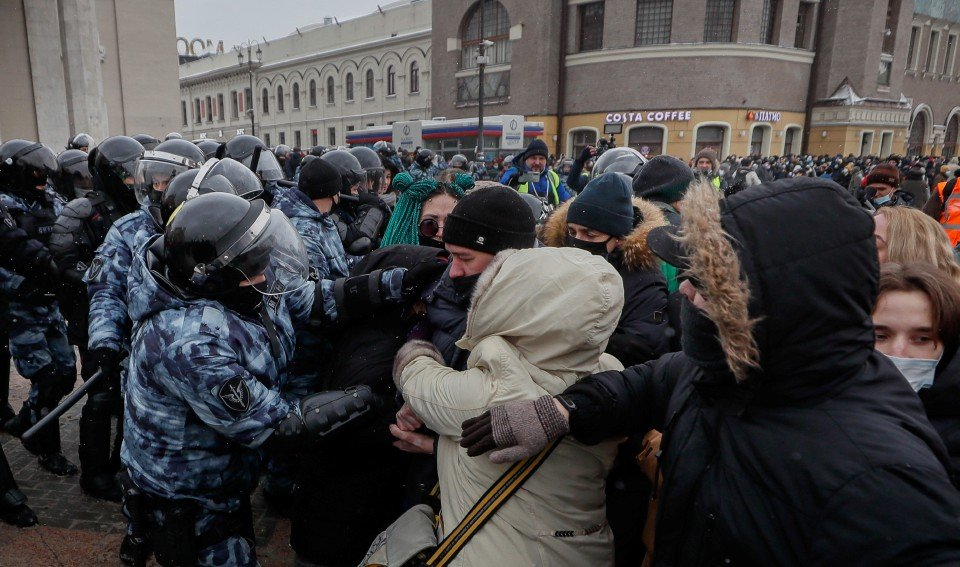 RUSSIA_NAVALNY_SUPPORTERS_PROTEST_1612100045.jpg